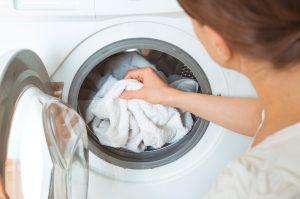 δεν στύβει το πλυντήριο ρούχων